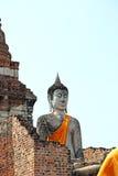 Buddha status och pagodaen Arkivbilder