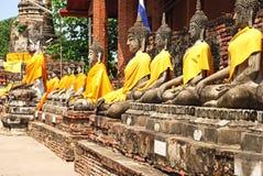 Buddha status och pagodaen Royaltyfria Bilder