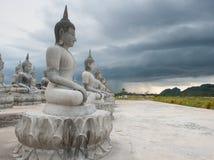 Buddha statuy biel Zdjęcia Royalty Free