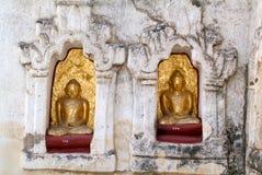Buddha statuy na Mahabodhi świątyni przy archeologicznym miejscem Fotografia Stock