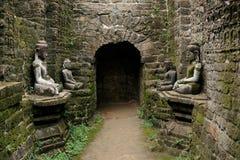 Buddha statuy w antycznej ruiny świątyni w Mrauk-U Obraz Royalty Free