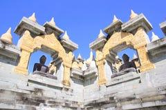 Buddha statuy w Pa Kung świątyni przy Roi Tajlandia Et Tam jest miejsce dla medytaci fotografia stock