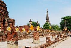 Buddha staty i Wat Yai Chai Mongkol, Thailand Royaltyfri Bild