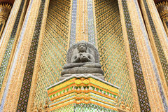 buddha statysten Arkivbild