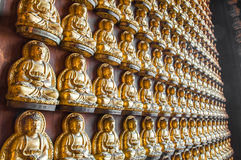 buddha statyvägg arkivbilder