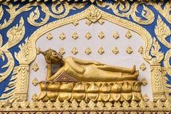 Buddha-Stuck mit schönem thailändischem Muster im Tempel lizenzfreies stockfoto