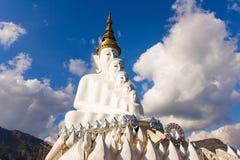 Buddha sulla montagna, Phasornkaew, provincia di Phetchabun, Tailandia Immagine Stock
