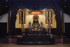 Buddha sulla tavola dell'altare Immagine Stock