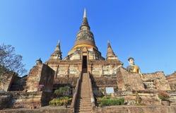 Buddha tempel av Wat Yai Chai Arkivfoton