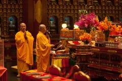 Buddha in tempio della reliquia del dente nella città della Cina, Singapore immagini stock
