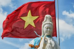 Buddha- u. Vietnam-Flagge stockfotos