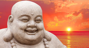 Buddha und ein Sonnenuntergang Lizenzfreies Stockfoto