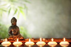 Buddha und Kerzen Stockbild