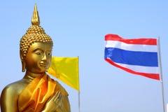 Buddha und siamesische Markierungsfahne stockbilder