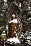 Buddha under den insnöade Okunoin kyrkogården, Koyasan område i den Mount Koya regionen, område för UNESCOvärldsarv, Wakayama pre arkivfoto