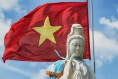 Buddha- & Vietnam flagga Arkivfoton