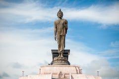 Buddha wizerunek na niebieskim niebie, Tajlandia Obraz Stock