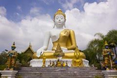 Buddha wizerunek przy Watem Pha Który Doi Khum, Chiang Mai Tajlandia Zdjęcie Royalty Free
