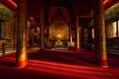 Buddha wizerunek w Wata Phra Singh świątyni fotografia royalty free
