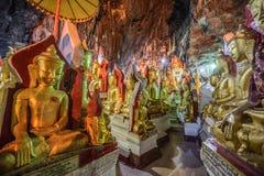 Buddha wizerunki wśrodku Shwe Umin Pagodowy Paya, Myanmar Obraz Royalty Free