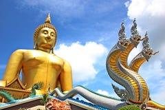 Buddha z królewiątkiem Nagas Obraz Royalty Free
