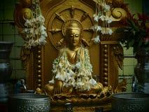 Buddha z kwiatami Obraz Stock