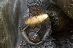 """Buddha z słowa """"ZEN† Obrazy Royalty Free"""