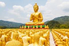 Buddha z 1250 uczni statuą Zdjęcia Stock