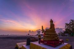 Buddhabild framme av den stora Buddha Royaltyfri Foto