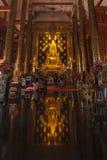 Buddhabild i den thai kyrkan av Wat Fotografering för Bildbyråer