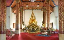 Buddhabild i en tempel Arkivbild