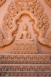 Buddhabild med thailändskt traditionellt snida Royaltyfri Fotografi
