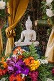 Buddhabild och blommor Royaltyfri Fotografi