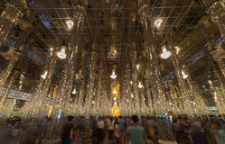Buddhabilden i den Glass templet 'Wat Tha sjöng', Royaltyfri Fotografi