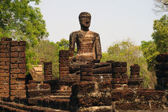 Buddhabilden i Kamphaeng historiska Phet parkerar, Thailand Royaltyfri Foto