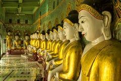 Buddhabilder på den Sagaing kullen, Myanmar Arkivfoto