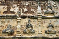 Buddhabildstuckatur av Wat Chet Yod fotografering för bildbyråer