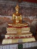 Buddhabouddhastaty i guld Fotografering för Bildbyråer