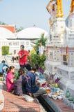 Buddhaceremoni för den Songkran dagen eller thailändsk festival för nytt år på April 13, 2016 i Samutprakarn Thail Royaltyfria Bilder