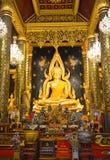 Buddhachinaraj härlig färgstaty av en buddist av Thailand Fotografering för Bildbyråer