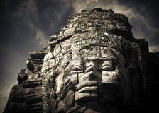 Buddhaframsidor av den Bayon templet på Angkor Wat cambodia Arkivbild