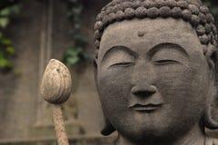 Buddhahuvud och lotos arkivbilder