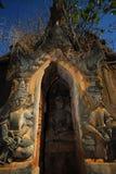 buddhas在塔圣所附近的inle湖 免版税库存图片