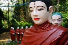 Buddhas在森林里 库存图片