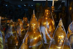 Buddhas待售在菩萨市场上 图库摄影