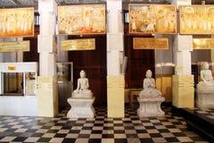 Buddhas в виске стоковые фотографии rf