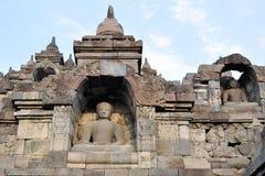 Buddhas в виске Borobudur на острове Ява стоковые фото
