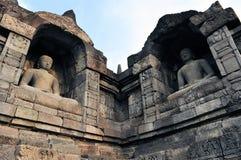 Buddhas в виске Borobudur на острове Ява стоковые изображения rf