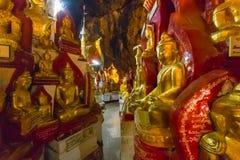 Buddhas в пещерах Pindaya, Мьянма стоковое изображение rf