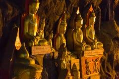 Buddhas в пещерах Pindaya, Мьянма стоковые изображения rf